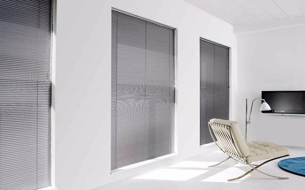 Horizontal blinds sharp point